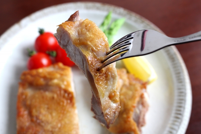 チキンソテー、鶏肉